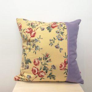 Poduszka kwiaty z fioletem