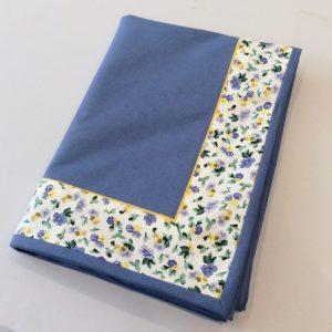 Obrus niebieski w kwiatki