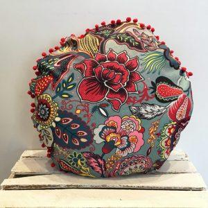 Poduszka kwiaty z pomponami