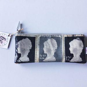 Kosmetyczka piórnik w znaczki