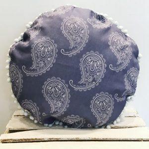 Poduszka łezki z pomponami