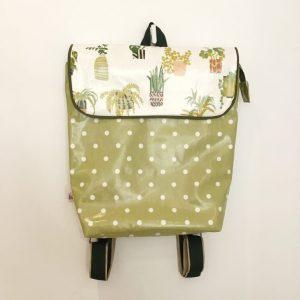 Plecak z roślinami