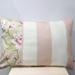 Poduszka pasy i kwiaty