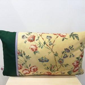 Poduszka kwiaty na żółtym