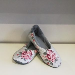 Grey slippers with roses